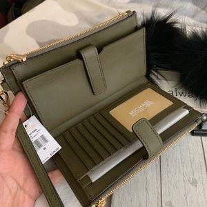 New MK double zipper wallet 🍀